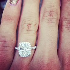 This is what I want my future ring to look like.. Omgsh it's my favorite cut and everything!!