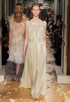 VALENTINO SPRING/SUMMER 2016 HAUTE COUTURE FASHION SHOW Spring Women - Look 60 of 66