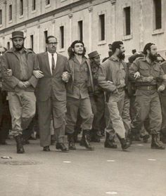 Che and his comrades marching (1959)