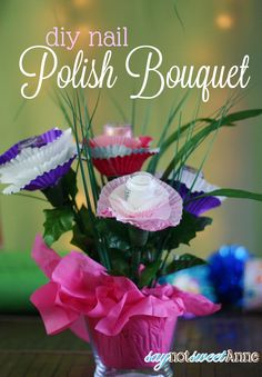 Nail Polish Bouquet - Super cute gift idea for bridal showers, birthdays or just… Diy Nail Polish, Diy Nails, Nail Art, Birthday Gift Wrapping, Birthday Gifts, Diy Nagellack, Friends Valentines Day, Little Presents, Diy Gifts For Friends