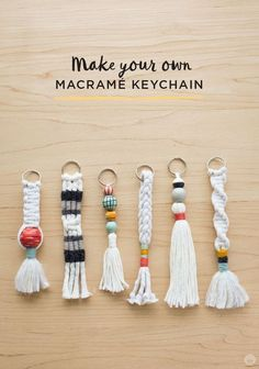 Instructions: DIY keychain with tassel and macramé - Di .- Anleitung: DIY-Schlüsselanhänger mit Quaste und Macramé – Diy Projekt Instructions: DIY keychain with tassel and macramé pendant - Pot Mason Diy, Mason Jar Crafts, Diy Tassel, Tassels, Keychain Diy, Keychain Ideas, Make Your Own Keychain, How To Make Keychains, Handmade Keychains