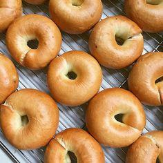 我最喜歡的就是藍莓、燕麥、可可,和梵谷口味的貝果。  每天的早餐都是貝果和一杯豆漿,每天這樣吃了一年後,前陣子突然吃外面早餐店的早餐,會覺得喉嚨非常不舒服😭現在已經習慣早上都要吃得清淡了😄。 #法菓手創烘焙 #彰化 #貝果 #好吃 #美味 #美食 #生活 #幸福 #早餐 #bagels #bagel #手作り #afternoontea #朝食 #朝 #foodporn #life #buleberry #changhua #breakfast #instafood #베이글#photos #teatime #麵包 #yummy #ベーグル#chinesedessert #foodgasm  Yummery - best recipes. Follow Us! #foodporn