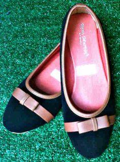 Flat shoes hitam beludru harga Rp 40.000