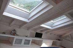 Ristrutturazione ed interior design sottotetto : Camera da letto moderna di F_Studio+ dell'Arch. Davide Friso