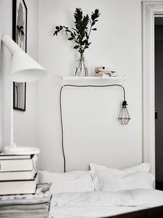 Une petite leçon de stylisme déco pour aménager une chambre en noir et blanc chaleureuse et style. Des conseils déco pour tous les styles.