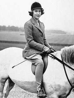 THE HORSEWOMAN   photo | Queen Elizabeth II