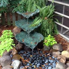 Love the look of this small water feature.Would be so nice in a small corner area.