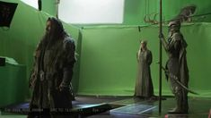 Video of Lee Pace (Thranduil) and Richard Armitage (Thorin) behind the scenes, The Hobbit: Desolation of Smaug. Ahh I love watching this stuff! It's interesting to see how they made this scene and how they made the height differences so believable!