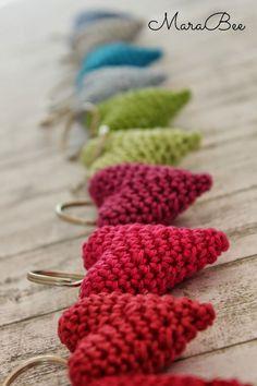 Häkelherzchen -diy idee zum verschenken nähen амигуруми, вязание крючком un Diy And Crafts Sewing, Crafts To Sell, Diy 2018, Knitting Patterns, Craft Wedding, Crafts For Teens, Craft Videos, Crochet Projects, Crochet Hearts