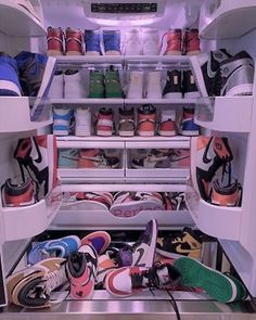 Dr Shoes, Nike Air Shoes, Hype Shoes, Me Too Shoes, Nike Shoe, Nike Socks, Sneakers Mode, Cute Sneakers, Sneakers Fashion