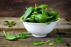 Make sure leafy greens are a regular part of your diet: They contain thylakoids, structures that promote weight loss by controlling hunger hormones and decreasing insulin. Thylakoids just may be the perfect natural appetite suppressant. Superfoods, Best Fat Burning Foods, Natural Appetite Suppressant, Best Protein, High Protein, Anti Inflammatory Recipes, Healthy Lifestyle, Healthy Living, Vegetarian