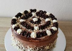 Csokis-mogyorós - vaníliás torta - low carb   Bianca receptje - Cookpad receptek Tiramisu, Low Carb, Birthday Cake, Ethnic Recipes, Food, Candy, Birthday Cakes, Essen, Meals