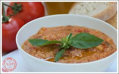 Regional Cuisine of Tuscany: Pappa al pomodoro - Tomatoe and bread soup  >> Google translation from Italian