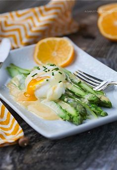 Asparagus Eggs Benedict. For those looking for a no-carb breakfast!