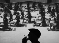Santiago Sierra usa el sexo en su nueva obra como símbolo del miedo a la inmigración. Busca provocar con todas sus obras y llevar a la reflexión sobre diferentes temas.