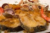 Rape a la marinera - Monkfish cooked with wine Cooking Recipes, Healthy Recipes, Yummy Recipes, Flour Tortillas, Recipe Details, Fish Dishes, Food And Drink, Menu, Yummy Food