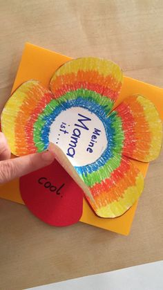 Muttertag / Adjektive day crafts for kids at school Valentine's Day Crafts For Kids, Art For Kids, Activities For Kids, Diy And Crafts, Mother's Day Projects, Mother's Day Diy, Mother And Father, Art Lessons, Diy Gifts