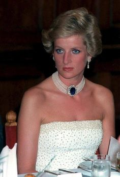 Diana wearing her fabulous pearl and sapphire necklace