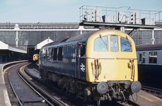 BR Class 74 (electro-diesel converted from Class 71 electric) at Waterloo, October 1971 E Electric, Electric Train, Electric Locomotive, Diesel Locomotive, Uk Rail, Waterloo Station, Southern Railways, Train Pictures, British Rail