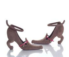 No puede ser!!! He encontrado los zapatos mas feos del mundo y aun así no puedo dejar de mirarlos