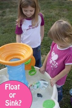 Does it sink or float? A simple, hands-on learning experiment. #preschool #handsonlearning #science Sink Or Float, Preschool Learning Activities, Hands On Learning, Water Play, Creative Teaching, Projects For Kids, Kids Crafts, Early Childhood, Elementary Schools