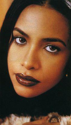 With Love: Selena, Aaliyah and Lisa Rip Aaliyah, Aaliyah Style, Christina Aguilera, Jennifer Lopez, Rihanna, 90s Makeup, Aaliyah Haughton, Her Music, Beautiful Black Women