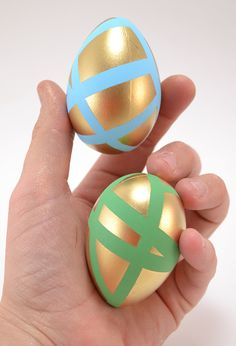 Ever since reading about the goose that laid the golden egg I've been obsessed with the idea of metallic Easter eggs. I've made plenty of fabulously gold Make A Dragon, Dragon Egg, Gold Easter Eggs, Egg Dye, Hallmark Cards, Easter Celebration, Easter Treats, Egg Decorating, Crochet Crafts