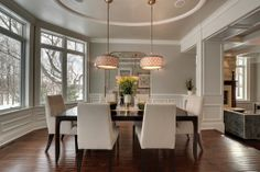 #Salleamanger de style #transitionnel avec #suspendu. / #Transitional #diningroom with #pendant.