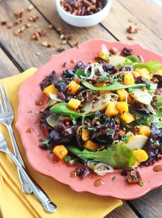 Roasted Butternut Squash and Pear Salad with Spiced Pecans is all about fall flavors! Perfect on its own or as a side for thanksgiving dinner | littlebroken.com @littlebroken