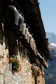 Summer - Les Diablerets, Switzerland Great Places, Places To Go, Swiss Chalet, Road Trip, Vernacular Architecture, Mountain Village, Mountain Living, Northern Italy, Austria