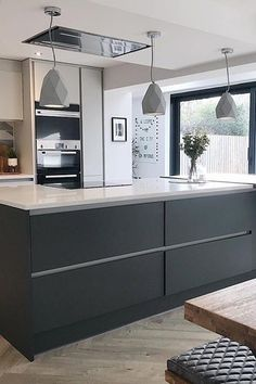 At Wren, we put our heart and soul into your kitchen. Create your at the UK's kitchen retailer and enjoy OFF our multi-buy kitchen offers. Handleless Kitchen, Cocinas Kitchen, Grey Kitchen Cabinets, Kitchen Cabinet Design, Modern Kitchen Design, Interior Design Kitchen, Wren Kitchen, Small Cottage Kitchen, Open Plan Kitchen Living Room