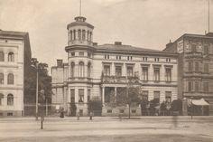 W marcu 1904 r. zbiory przeniesiono do willi przy Danzigerstrasse 19 (dziś to Gdańska 27). Obecnie w tym miejscu znajduje się okazała kamienica zbudowana w 1908 r. dla restauratora Carla Meinhardta.  #library #biblioteka #bydgoszcz