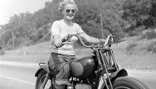 Best Harley Davidson Biker Dating Sites For Single Harley Davidson Riders to ride harley motorclcye. Hd Vintage, Vintage Bikes, Vintage Photos, Vintage Woman, Vintage Glamour, Vintage Posters, Lady Biker, Biker Girl, Hells Angels