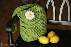 This market tote crochet pattern is easy to make and fun to use. It's quick and easy, and you'll love using it to carry your good from the market.
