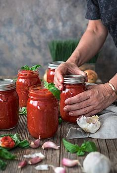 Salsa Tomate, Veggie Recipes, Cooking Recipes, Healthy Recipes, Homemade Tomato Sauce, Food Wallpaper, Food Photography, Food Porn, Household Cleaning Tips