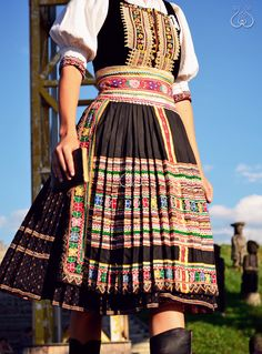 leto – Módní Unie Traditional Dresses, Traditional Art, Costumes Around The World, Folk Clothing, Folk Costume, Ethnic Fashion, Beautiful Outfits, Summer Outfits, How To Wear