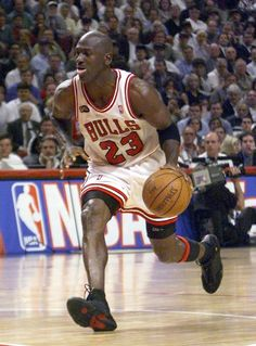 Meet the Michael Jordan of pickup hoops Jordan 23, Jeffrey Jordan, Jordan Bulls, Michael Jordan Basketball, Basketball Skills, Basketball Legends, Love And Basketball, Basketball Players, Michael Jordan Pictures