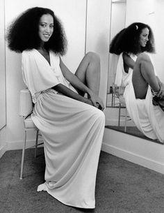 Pat Cleveland http://www.vogue.fr/mariage/inspirations/diaporama/les-robes-de-marie-anne-1970-seventies/19060/carrousel#pat-cleveland-robe-de-marie-anne-1970-seventies-7