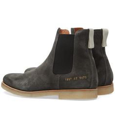 Established in 2004, Italian label Common Projects have steadily become renowned for their slick utilitarian design paired with a dedication to fine Italian craftsmanship. The Chelsea Boot is constructed from a premium suede with an elasticated gusset at either side. The model sits atop a rubber crepe sole and comes finished with the signature gold debossed numbers at the heel and grosgrain pull tab.  Suede Upper Elastic Gussets Grosgrain Heel Pull Tapered Toe Gold-Debossed Numbers At Heel…