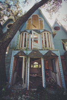HONKY RANCH VICTORIAN TREEHOUSE, 17346 Powell Road, Brooksville, FL. Photo by Drew Perlmutter 07.18.2014