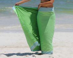 Dit is het Kikoy strandlaken Mojito. Prachtig groen met lichtblauw omrand met een groene badstof binnenlaag. Ideaal voor backpackers en voor diegene die weinig bagage mee wil of kan nemen want het strandlaken weegt maar 500 gram. Shop at: http://www.kikoy-hamamdoek.nl/shop/kikoy-strandlaken/simone-et-georges-kikoy-stranddoek-mojito/  #kikoy #kikoystranddoek #kikoystrandlaken #zonvakantie #meivakantie #strandvakantie #zon #zee #strand #relax #hamamdoek #mojito #backpacken #weinigbagage