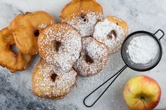 Typical old-fashioned Dutch recipe for delicious appelbeignets to serve on new years eve. Ready in less than half an hour, recipe for 6 people. Belgian Cuisine, Belgian Food, Recipe For 6 People, New Years Eve Events, Dutch Recipes, Recipe Images, Doughnut, Sweet Treats, Snacks