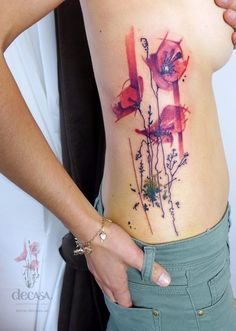 Interressant tatouage Aquarelle par Carola Deutsch.