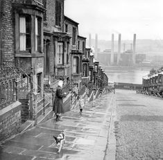 A street in Newcastle looking towards the Tyne at Scotswood. Train Pictures, Old Pictures, Old Photos, Vintage Photos, Newcastle Gateshead, Industrial Architecture, Old Paris, Monochrom, Black N White Images
