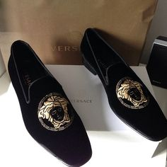 Versace / yes! Versace Loafers, Versace Slippers, Versace Shoes, Velvet Slippers, Mens Slippers, Mens Fashion Shoes, Men S Shoes, Mocassins Luxe, Prom Shoes
