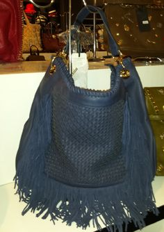 Ladies Faux Leather Fringed Handbag with weaving on the frontal side 64,97 € su www.bandana.it