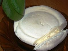 Mascarpone at home In stores mascarpone cheese is quite difficult to find, and it is not cheap. Cheaper natural and will make cheese at home, using the Home Made Cream Cheese, Make Cream Cheese, No Dairy Recipes, Sweet Recipes, Cooking Recipes, Hungarian Recipes, Russian Recipes, Homemade Cheese, Wine Cheese
