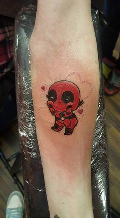 My cute Deadpool tattoo :) Men Henna Tattoo, Small Henna Tattoos, Dc Tattoo, Tattoos Mandala, Body Art Tattoos, Print Tattoos, Tattoo Ink, Flower Tattoos, Deadpool Tattoo