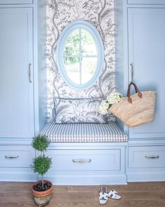 Take a look at this awesome stained glass windows - what an original design and style Interior Design Atlanta, Interior Colors, Blush Pillows, Window Benches, Window Seats, Vintage Apartment, French Country Bedrooms, Cozy Nook, French Blue