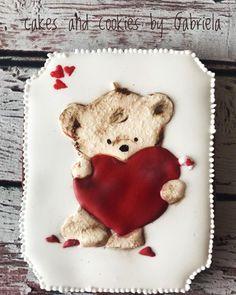 "Cake and cookies by Gabriela on Instagram: ""Painted gingerbread #cakesandcookiesbygabriela #decoratedcookies #royalicing #dohaqatar #doha #cookiesindoha#medovnikyzilina"" Doha, Royal Icing, Cookie Decorating, Gingerbread Cookies, Sugar, Cake, Desserts, Instagram, Gingerbread Cupcakes"